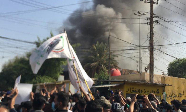 """أنصار """"الحشد الشعبي"""" يحرقون مقرّ حزب """"البارزاني"""" في بغداد"""
