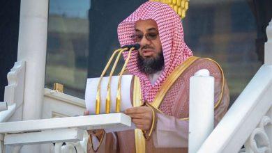 """صورة بعد انقطاع 7 أشهر.. الشيخ """"سعود الشريم"""" يخطب أول صلاة جمعة بالمسجد الحرام"""
