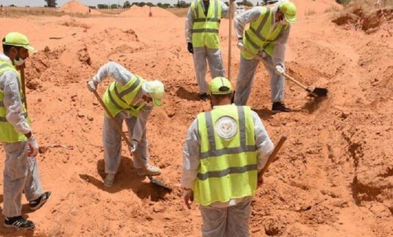 """اكتشاف 5 مقابر جماعية جديدة بترهونة الليبية بعد فرار قوات """"حفتر"""""""