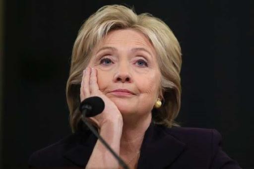 """هل تسريبات """"هيلاري"""" كشفت كنز أطنان الذهب التي أطاحت بالقذافي؟"""