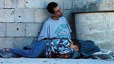 """صورة نقلا عن """"عربي21"""": آخر حوار بين الشهيد """"محمد الدرة"""" ووالده قبيل إعدامه"""