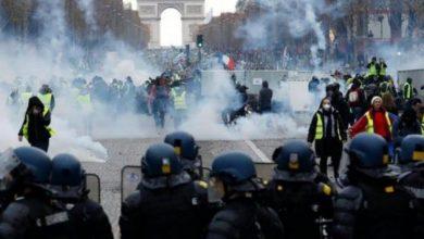 صورة صدامات عنيفة بين الشرطة ومحتجون على قانون الأمن الشامل بباريس